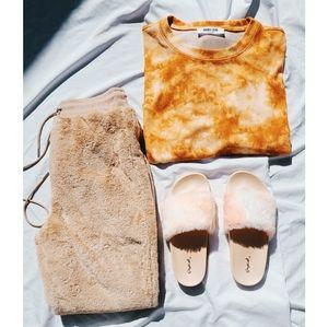 🆕️The Cozy Collection// peach fur Slides